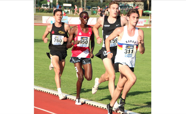 Aaron Bienenfeld läuft 10000 Meter in 28:55 Minuten